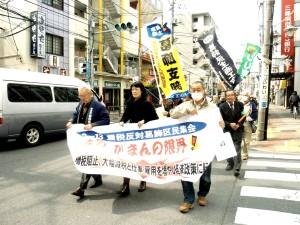 昨年の3・11重税反対葛飾区民集会後、葛飾税務署までデモ行進しました。